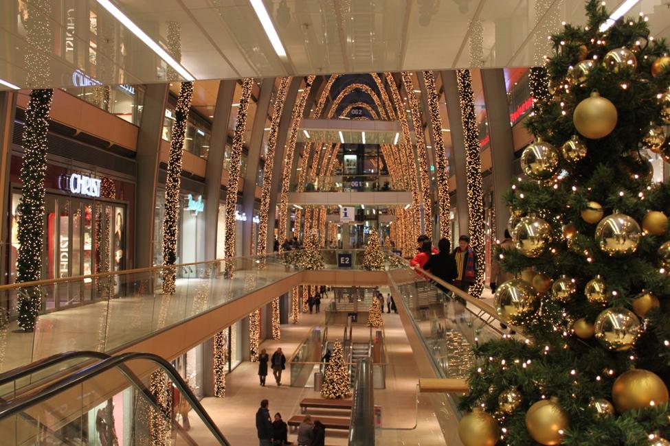 Christmas Shopping In Hamburg Germany Unconfirmed Breaking News
