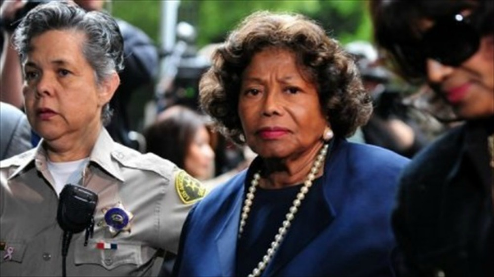 The-late-Michael-Jacksons-mother-Katherine-Jackson-C-arrives-at-the-courthouse-in-Los-Angeles-on-Nov.-29-2011.-AFP