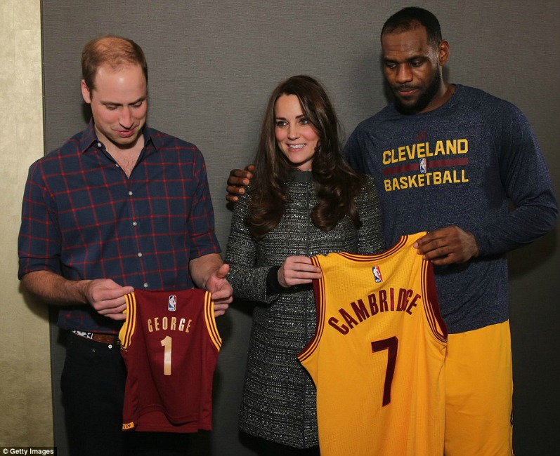 23E55AA900000578-2866696-A_no_no_LeBron_James_breaches_royal_etiquette_by_putting_his_arm-a-27_1418126481209